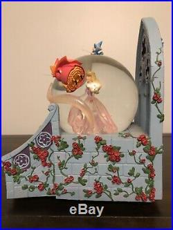 DISNEY Auora Sleeping Beauty and Fairy Godmother's Snow Globe
