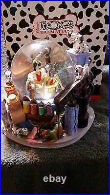 Disney 102 Dalmatians Dog Villain Cruella De Vil musical Snow Globe