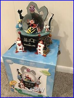 Disney ALICE IN WONDERLAND Queen of Hearts Musical Snowglobe RARE