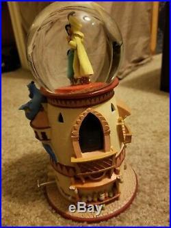 Disney Aladdin And Jasmine Musical Light Up Pedestal Snowglobe