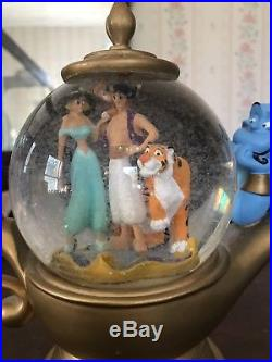 Disney Aladdin Genie Lamp Musical Snowglobe Music Box Water Snow Globe