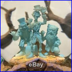 Disney Haunted Mansion Musical Snowglobe Hitchhiking Ghosts Water Snow Globe 999
