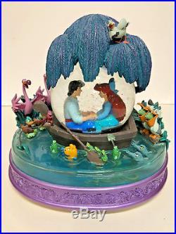 Disney Little Mermaid Kiss the Girl Snowglobe Ariel