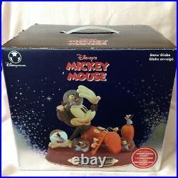 Disney MICKEY'S NIGHTMARE Musical Multi Figurines Mini SnowGlobe-MIB