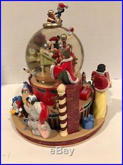 Disney SANTA MICKEY'S WORKSHOP XMAS HOLIDAY SNOWGLOBE