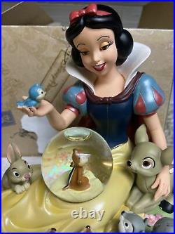 Disney Snow White'Animal Friends' Snow Globe MINT