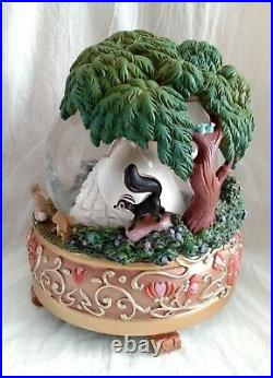 Disney Store Large Enchanted Giselle and Woodland Friends Snow Globe RARE 2008
