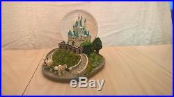 Disney World Exclusive Cinderella castle Musical Light up Water Snow globe New