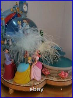 Disneys Cinderella Snowglobe Fountain EXTREMELY RARE Ball Step-Sisters Globe