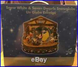 New! Disney Store Snow White & Seven Dwarfs Musical Snow Globe Snowglobe