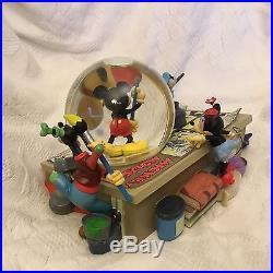 RARE Disney Mickey Donald Goofy Minnie MICKEY COMICS Musical Lite Up SnowGlobe