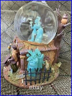 RARE HTF Disney World Haunted Mansion Hitchhiking Ghost Snow Globe