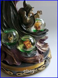 Very Rare Disneys The Evil Queen Figurine with 5 mini globes that light up