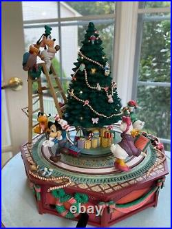 Walt Disney Mickey & Friends Christmas Jamboree Deluxe Lighted Action Musical