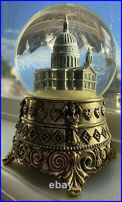 Walt Disney's Mary Poppins Feed the Birds Cathedral Snow Globe Music Collectable